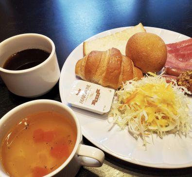 目覚める朝ごはん!サンドイッチの世界を美味しく!楽しく広げた!ロコイン松山の『沖縄おかずサンド=Ma-sand』